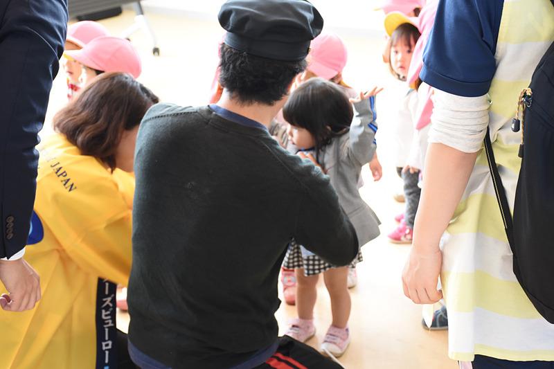 JAL/ANAが子供向けの制服着用体験を行なっていた
