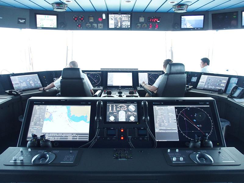 ここが船の中枢部になる操舵室メインコンソールエリアだ