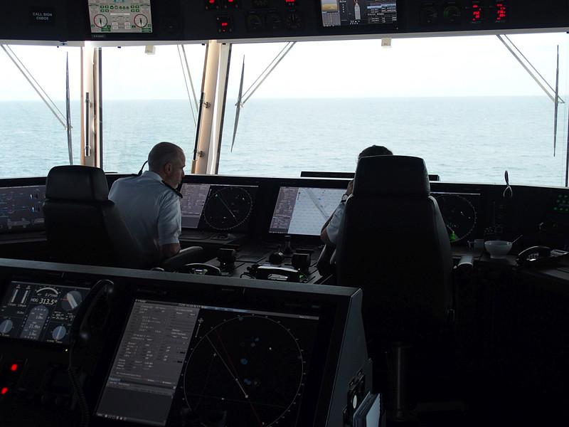 操舵室中央から外の景色はこう見える