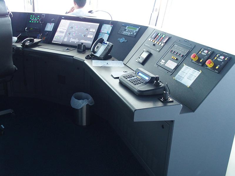 右舷側ではアラーム対処ボタンも用意している