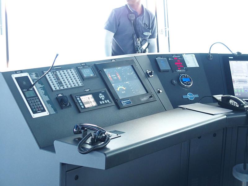 メインコンソールエリア前部のパネルを左舷側から順に見ていく。ここは舷灯や船外照明を制御できる