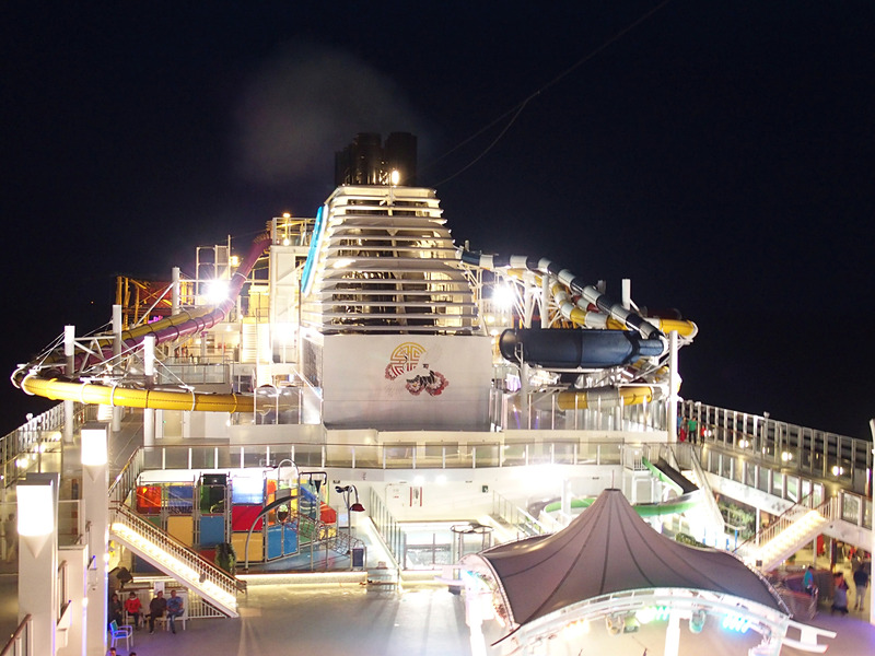 Dream Theme Night Party:Colour My Worldに向けて露天甲板の照明が明るくなり