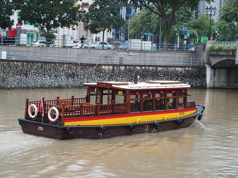 昔河川輸送の主役だった「バムボート」の外観を踏襲したリバークルーズ船