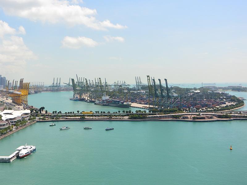 ロープウェイから見た巨大なコンテナターミナルの全景(除くPASIR PANJANG)