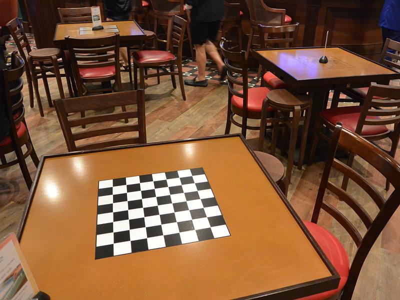 麻雀卓の裏側はチェスや