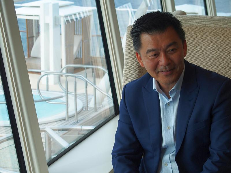 今回の航海で同乗して日本のクルーズ市場に対する期待を語ってくれたドリームクルーズを含めたゲンティンクルーズラインで営業、マーケティングなどの責任者を務める上級副社長のMichael Goh氏