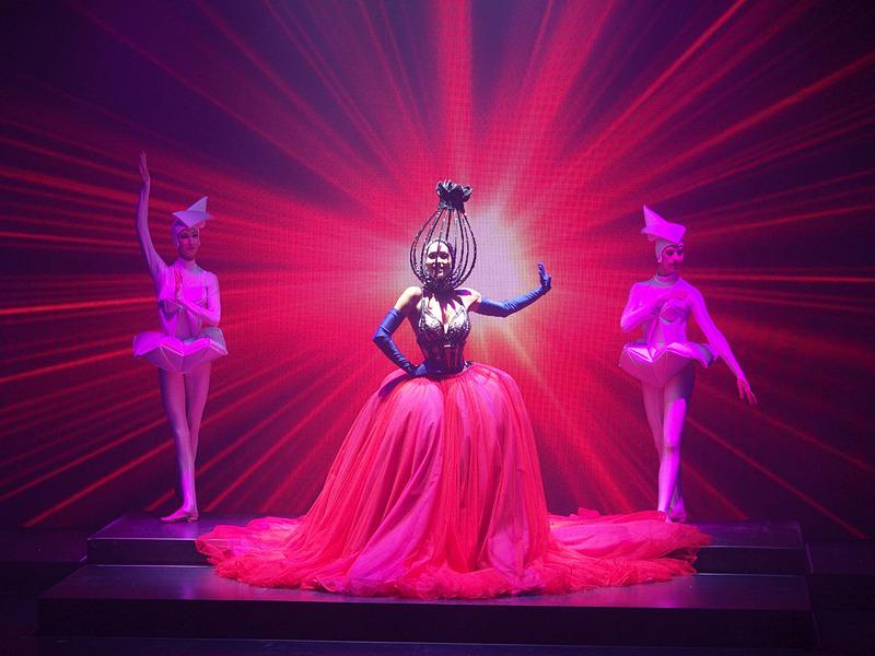 業界向け専門媒体で賞を取ったゲンティン ドリームのショーは今も健在。質の高い気持ちのいい動きをしたダンスやアクロバットに工夫を凝らした舞台美術で片時も目を離せない