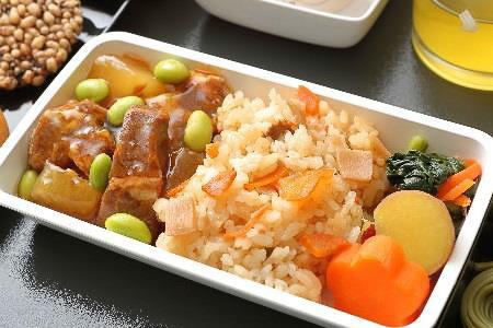 成田発の便で提供する「豚肉と大根の生姜煮」