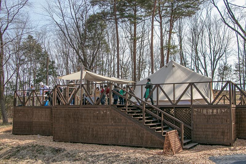 「森と星空のキャンプヴィレッジ」の高台に設けられた「グランピング・ワイド プレミアム」