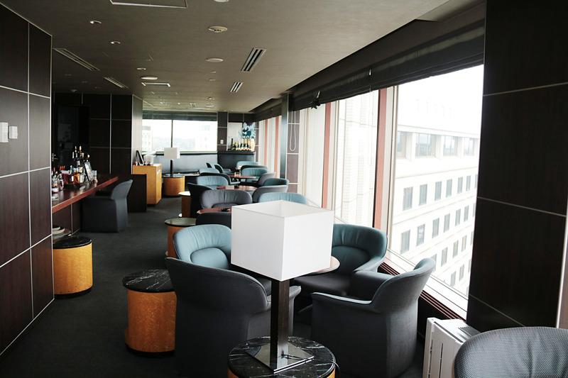 11階のバー「ペガサス」。空港の夜景や飛び立つ飛行機を眺めながら呑んだら、さぞ美味しいだろう