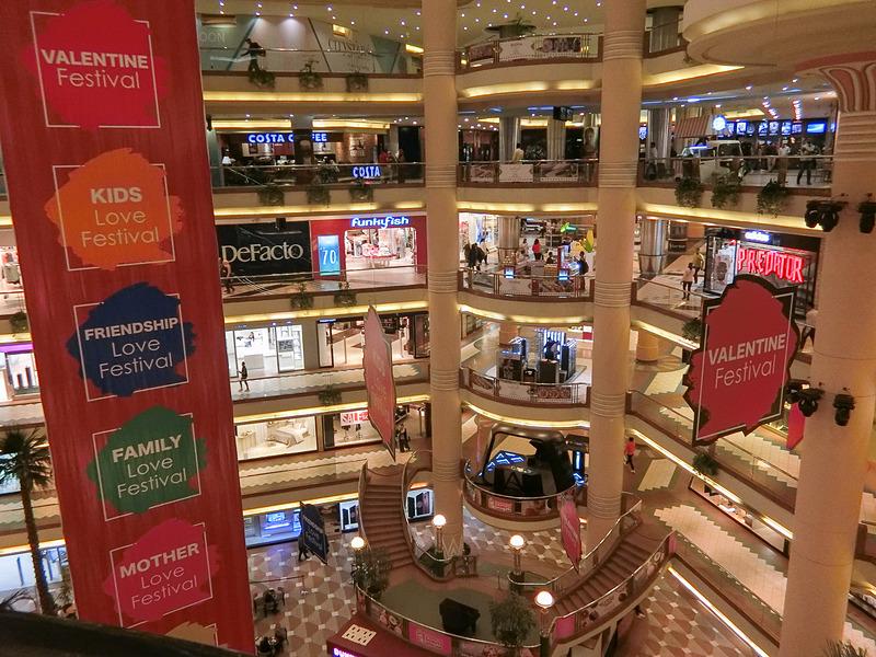 巨大なシティスターズ・ショッピングモール