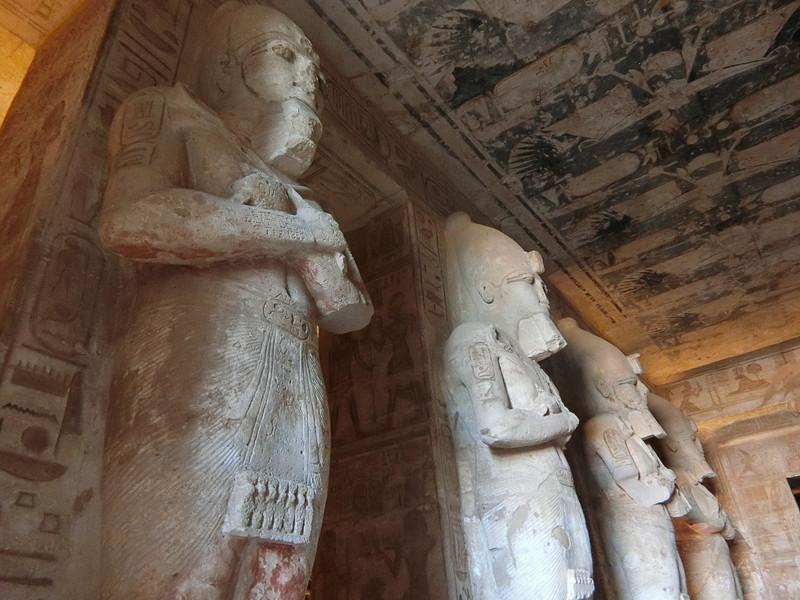 至聖所までのオシリス神の柱