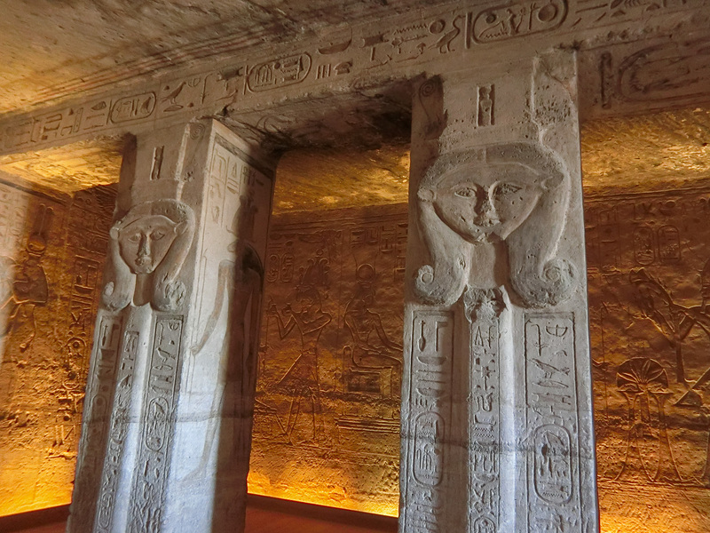 ハトフル女神の柱
