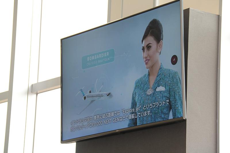 こちらは店内で上映されている航空各社から提供を受けたムービー。ジェットスター・ジャパンのムービーでは、旅客機の組み立てシーンなども見ることができる