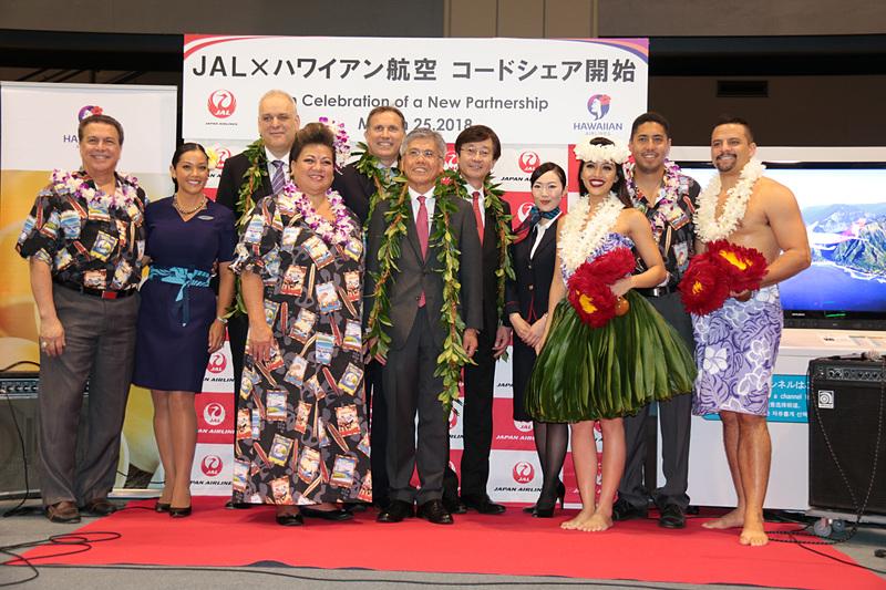 JALとハワイアン航空がコードシェアを開始。JL786便とHA822便を対象に成田空港でイベントを行なった