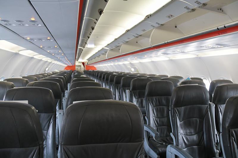 エアバス A320型機のシート。ちゃんと腰を背もたれに密着させるように座っていたので、疲れや痛みを感じることはなかった
