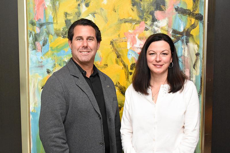 ラスベガス観光局 副局長 マイケル・ゴールドスミス氏(左)とChirf Marketing Officerのキャシー・タル氏(右)がインタビューに応じた