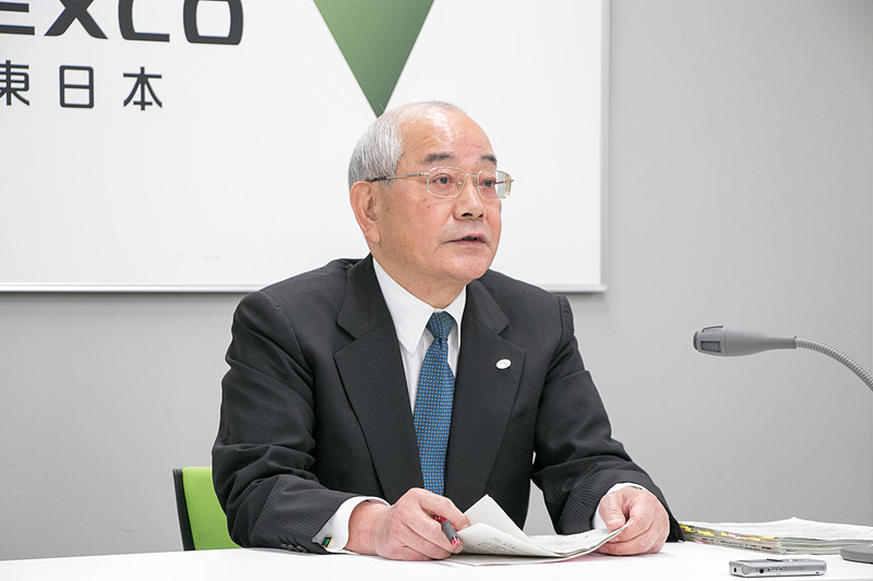 会見で外環道 三郷南IC~高谷JCTの開通について説明する、代表取締役社長の廣瀨博氏