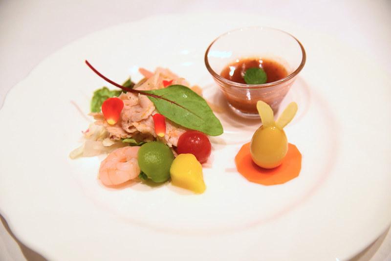 「豚肉とフルーツのサラダ ミントソース」