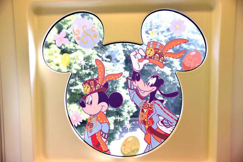「スチームパンク」な衣装姿のミッキーマウスとグーフィー