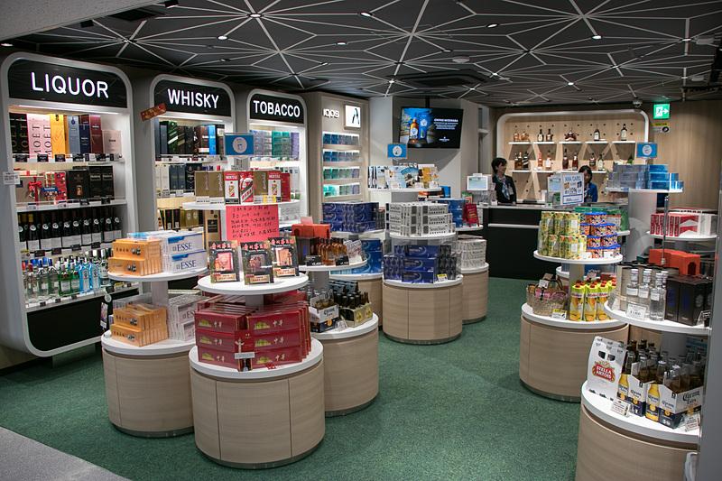 関西国際空港第1ターミナルビルと第2ターミナルビルの国際線到着エリアに、到着時免税店「ANA ARRIVAL DUTY FREE SHOP」が3店舗オープンした