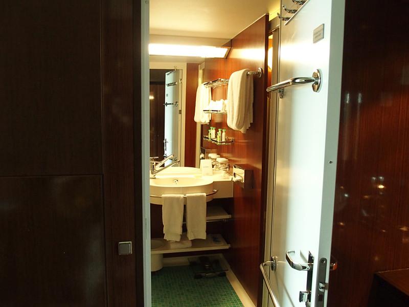 それぞれの寝室で専用のシャワースペースを用意している