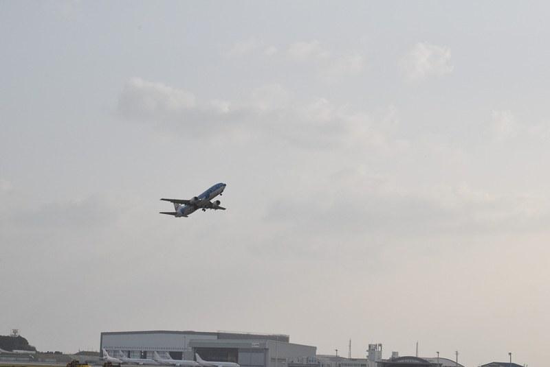 那覇から宮古島へ向かう初代ジンベエジェット。フライトも残りあと2本だ