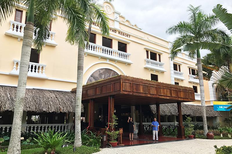 コロニアル調のステキなホテル「ヴィクトリア・カントー・リゾート」。メコンデルタ随一の高級リゾートです