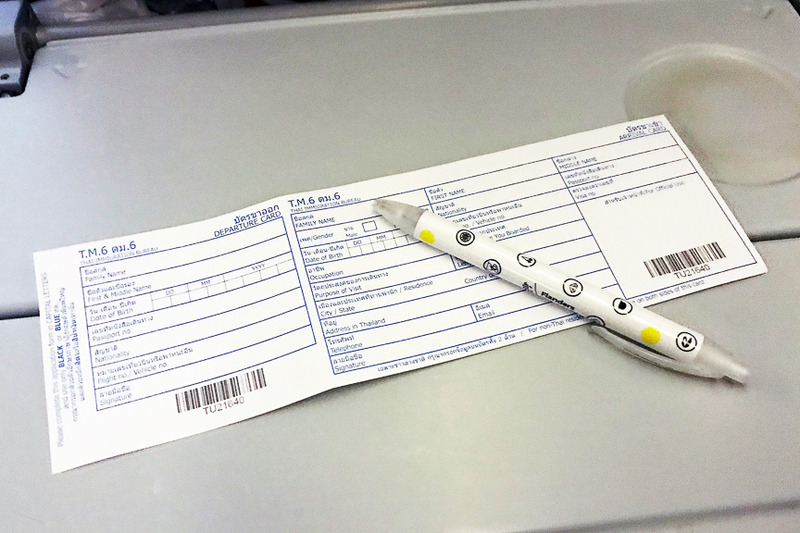 出入国カードが配られるのでボールペンは手荷物に用意すべし(私はときどき忘れます)