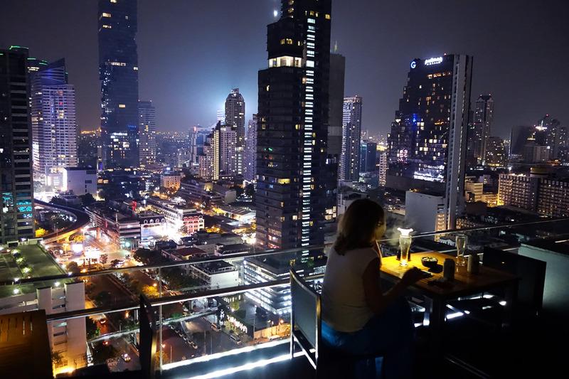 グラスをかたむけながらバンコクの夜景を堪能