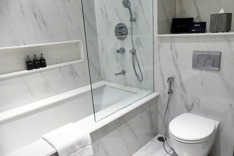 バスルーム。シャワーの出もよく快適でした