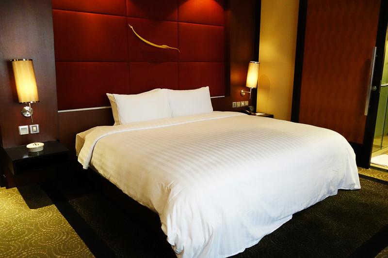 落ち着いたセンスの高級感あふれるベッドルーム