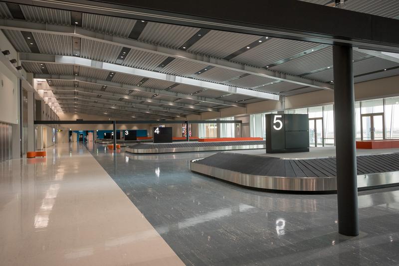 南(ANA)側から順に8台のターンテーブルを設置