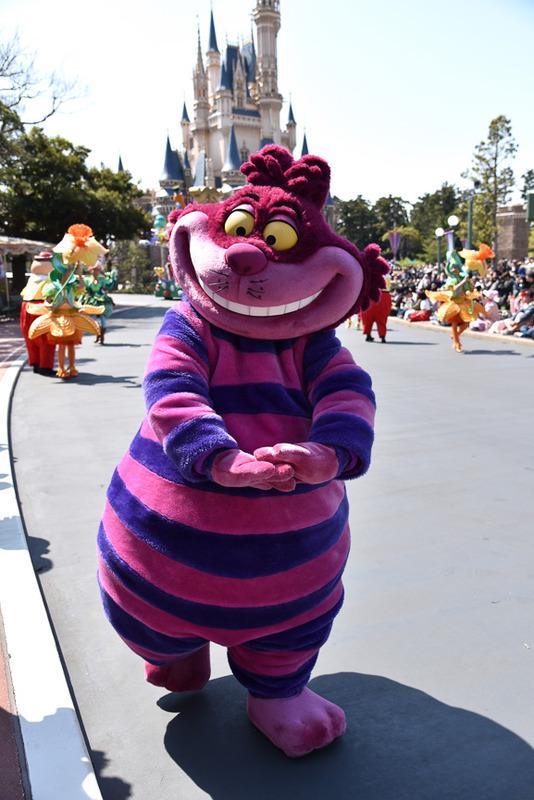 実はベイマックスやヒロと同じようにパレード初登場がもう一つのキャラクター。答えはチシャ猫