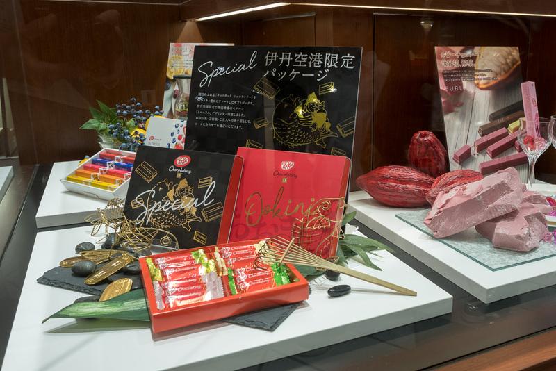 伊丹空港限定のパッケージ。「恵比寿様」(左)と「おおきに」(右)
