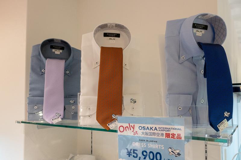 「MARUSHO」は伊丹空港店の出店に合わせて飛行機の刺繍入りワイシャツとネクタイを新発売