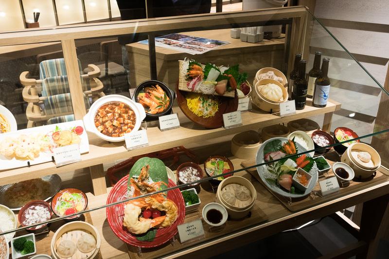 城崎温泉の旅館「山本屋」とコラボした「海キッチン KINOSAKI」。同店限定で提供する地ビールや、香住漁港から届く海鮮品のほか、肉料理も充実している。秋にはカニも登場予定