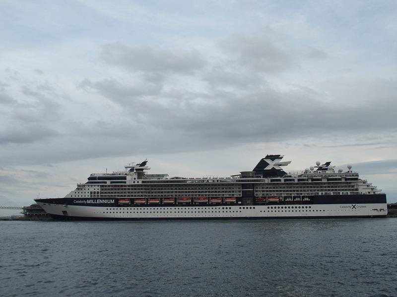 高齢の船客からは「このぐらいのサイズが疲れにくくて迷いにくい」という理由でも人気の「セレブリティ・ミレニアム」