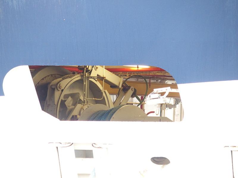 前部錨甲板の配置が見える