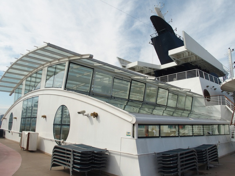 その前方には第10デッキにある「SOLARIUM」の天窓があり