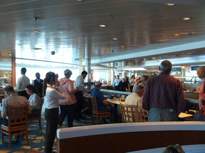 ビュッフェスタイルのメインダイニング「OCEANVIEW CAFE & GRILL」