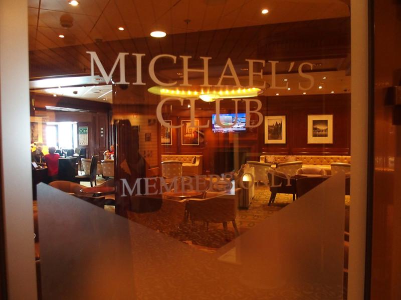 スイート等級船客専用ラウンジの「MICHARL'S CLUB」