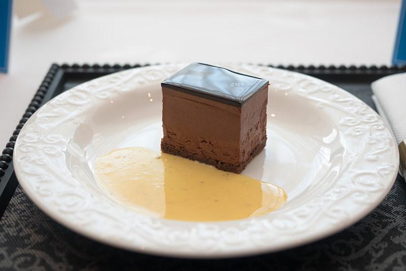 チョコレートムース バニラソース添え