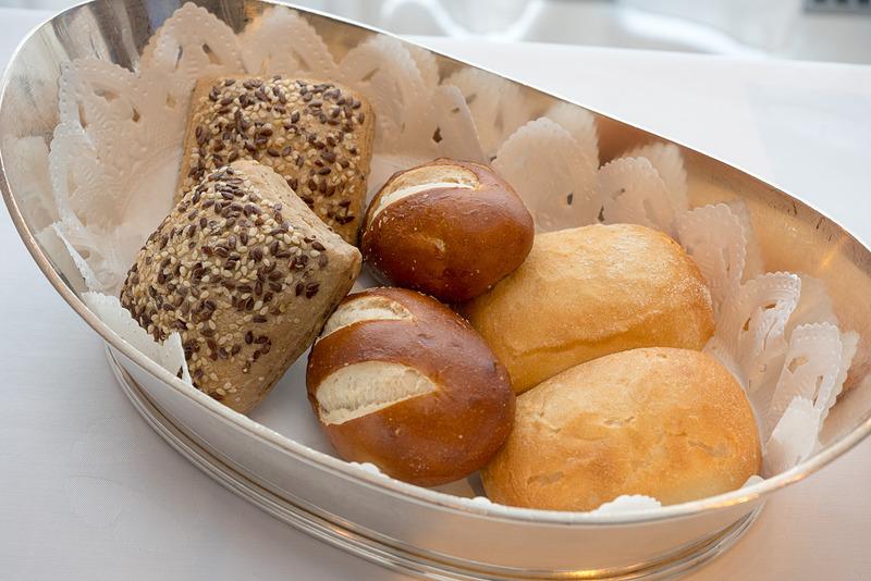 雑穀ロールなどパンも選べる