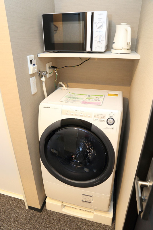 全客室個別に備え付けられている洗濯機・電子レンジ
