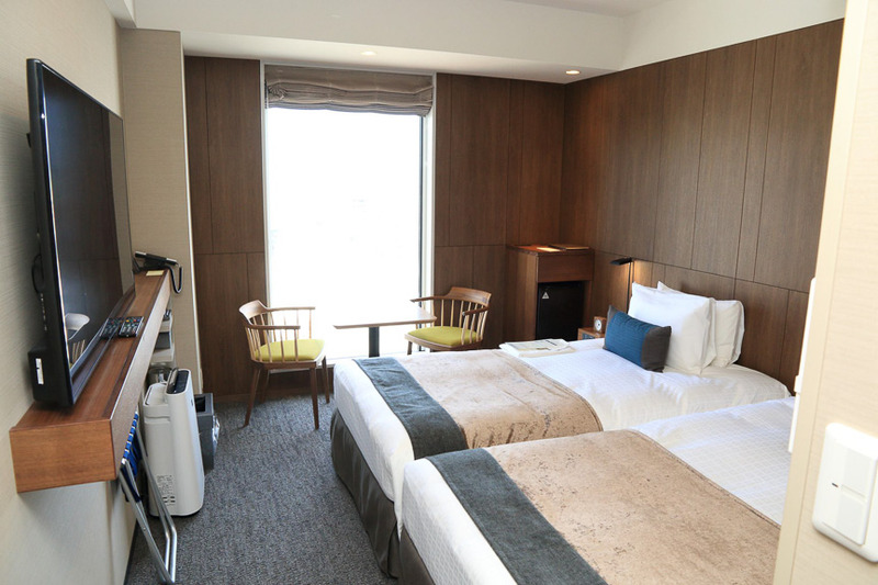 キャリーバックを広げられるスペースを確保。2人でゆっくりくつろげるように配慮されたスタンダードな客室