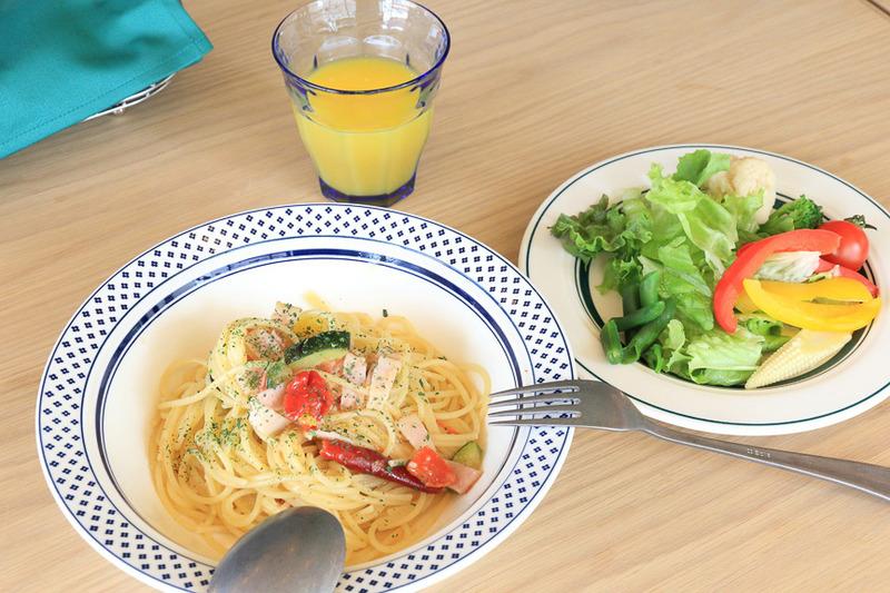 ランチメニューの「ベーコンと野菜のペペロンチーノ」スパイスがしっかり効いていて非常に美味しい