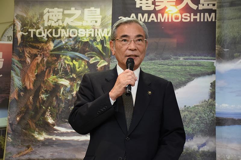 来賓としてあいさつした奄美市市長 朝山毅氏