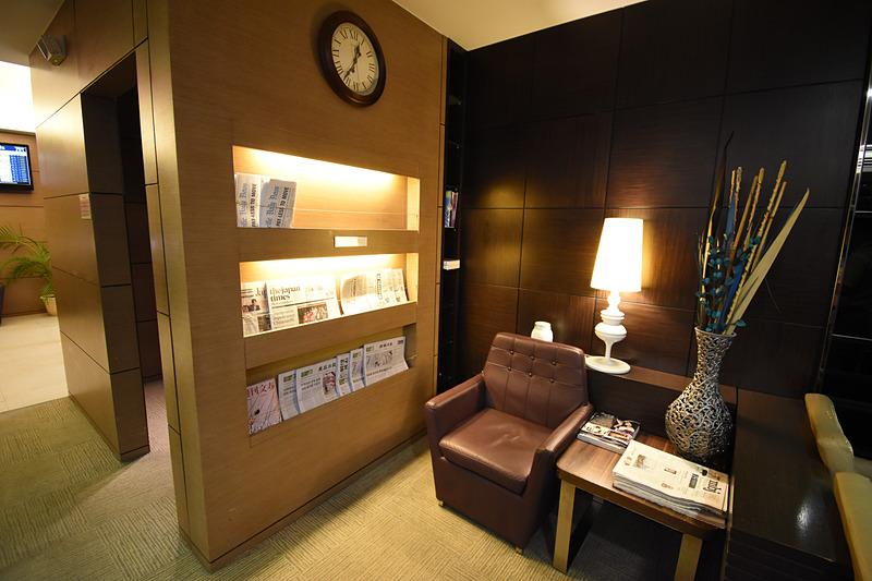 新聞や雑誌。日本語のものもある