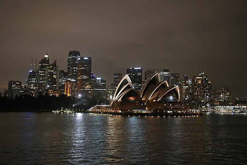 カンタス航空の関空~シドニー線で訪れたオーストラリア。その旅行記の第3回は、シドニーでしか味わえない観光アクティビティやラグジュアリーなディナークルーズをご紹介